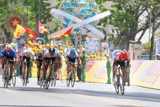 Jiung Jang wins cycling race