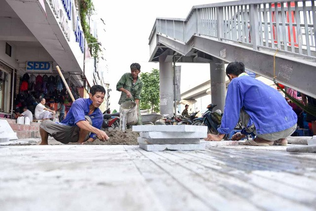 Some Hà Nội sidewalks to be paved with stone