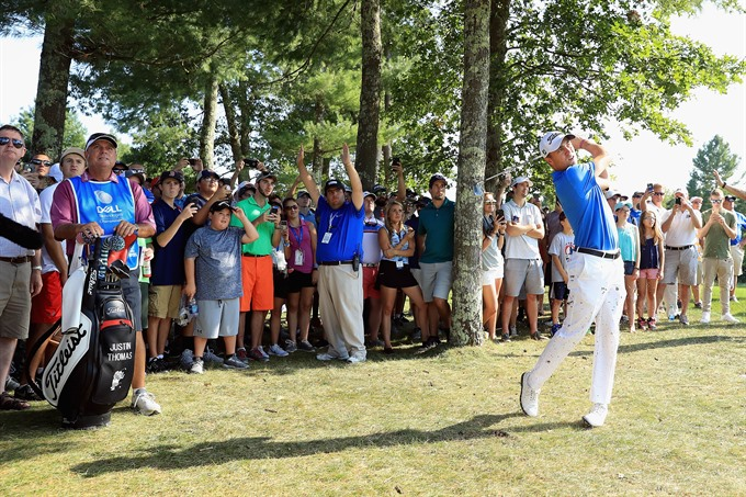 Thomas holds off jittery Spieth to win Dell Championship
