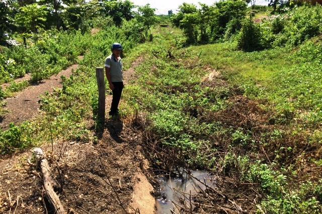Irrigation channel unused amidst drought