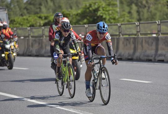 Nhân surprises with polka dot jersey Duẩn leads