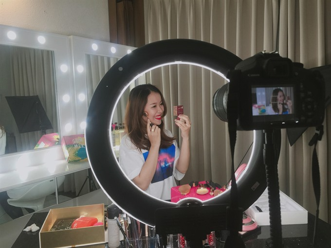 VN youth tap into blogging vlogging trend