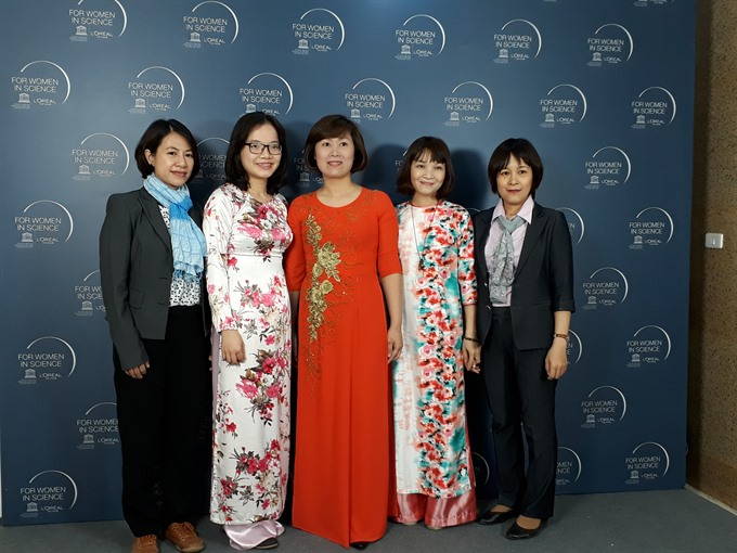 Female research scientists win awards