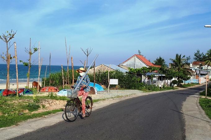 Central coastal fishermen leave the sea