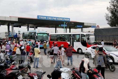 Tolls reduced at central toll booth after protests