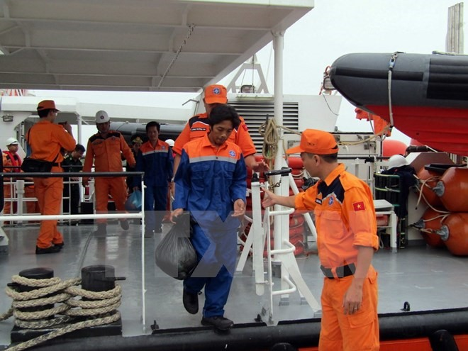 Vietnamese fishermen on sunken Malaysian ship return home
