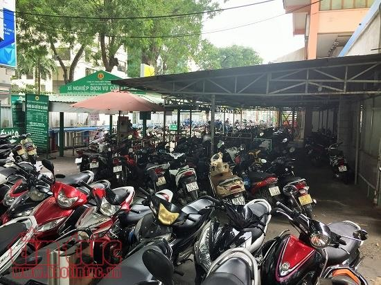 Downtown HCMC parking lots overloaded