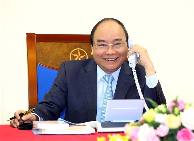 PM calls to congratulate VN football team