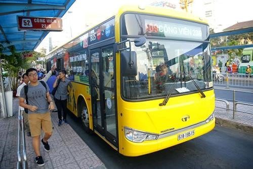 HCM City mulling free bus tickets to airport on Tết