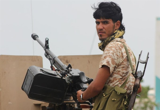 Yemen govt warns of coup as separatists take over headquarters