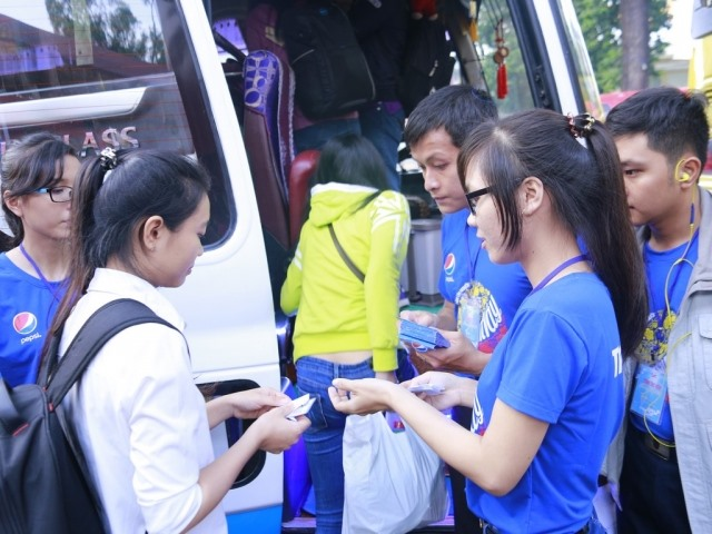 Students workers receive free Tết coach tickets