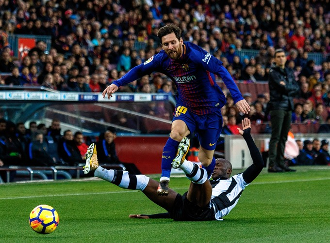 Messi marks new milestone in Barcelona victory as Coutinho waits