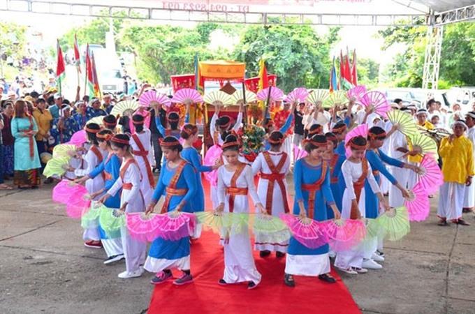 Chăm give thanks for harvest at Katê Festival