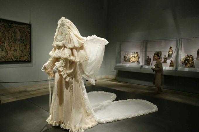 Catholic heavenly fashion breaks NY Met record