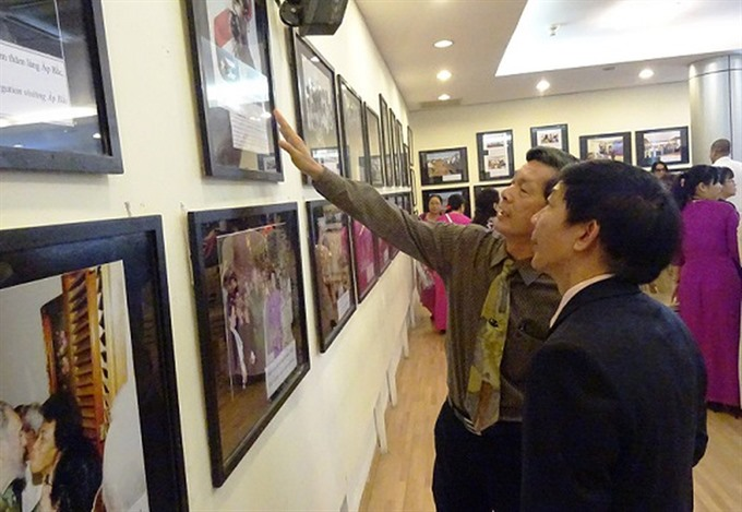 Photo exhibition features Việt Nam - Cuba friendship ties