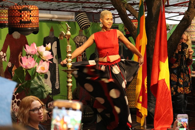 Sri Lanka fashion shows up in Hà Nội