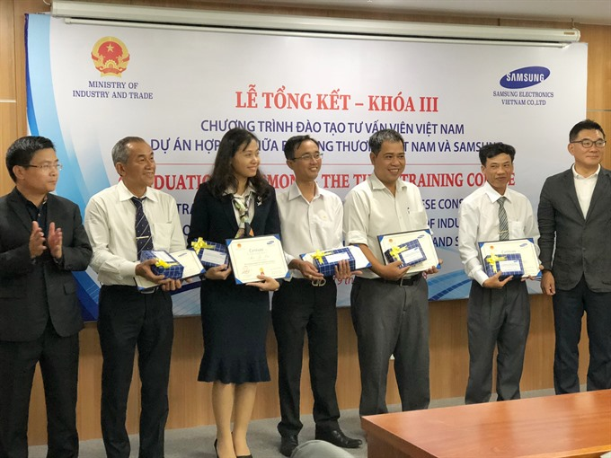 Samsung experts help train consultants in supporting industries