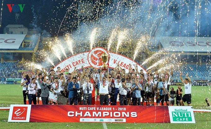 Hà Nội lift V.League 1s trophy
