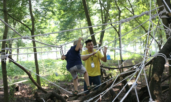 Experts encourage children to join risky play