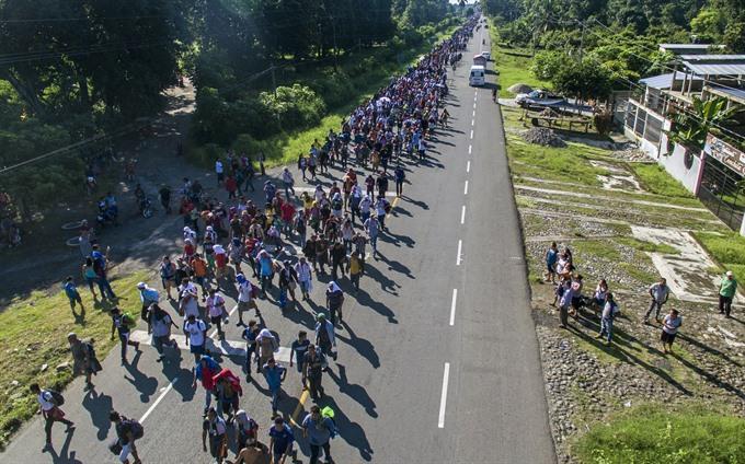Migrant caravan stops to rest in Mexico amid Trump threats