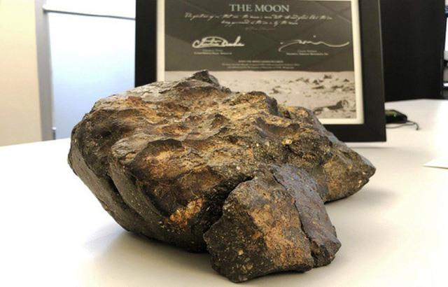 Meteorite bought at US auction to be displayed at Tam Chúc Pagoda