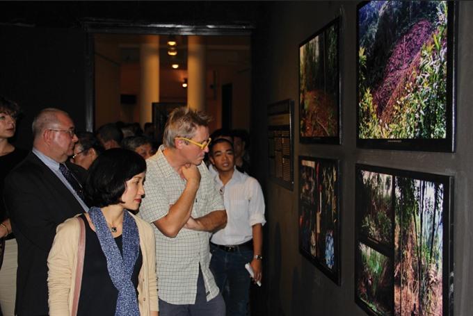 Photos of Bru - Vân Kiều people on display