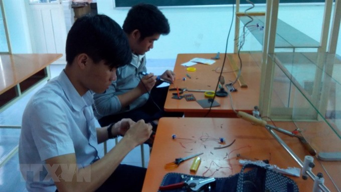 Vietnamese students reading machine to bring joy to the blind
