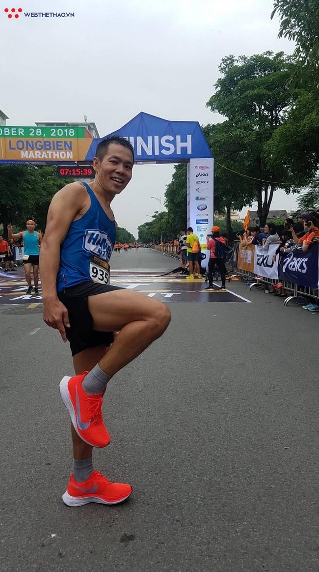 Hùng defends title at Long Biên Marathon 2018