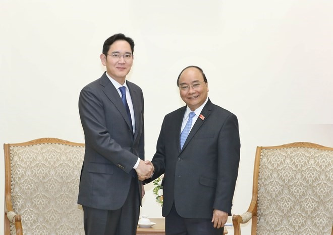 PM asks Samsung to turn Việt Nam into its biggest hub