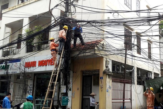 Overhead wires still plague Hà Nội