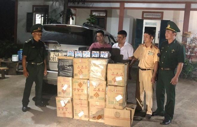 Quảng Trị Police arrest 2 for smuggling fireworks