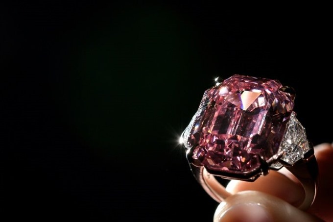 'Incomparable 50 mn pink diamond smashes record at Geneva auction
