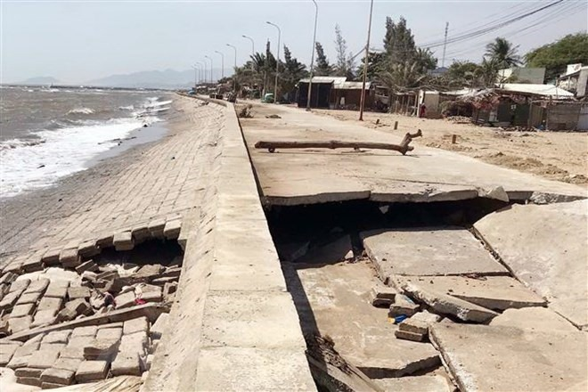 High waves damage dyke in Ninh Thuận