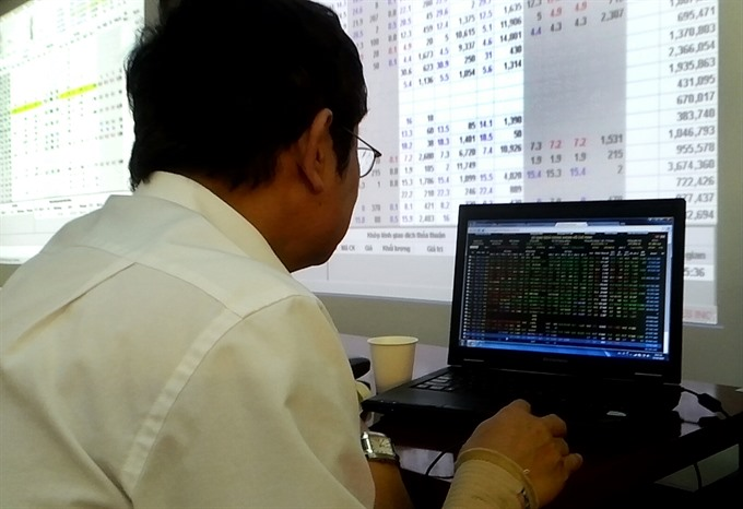 Shares bounce bank in final minutes