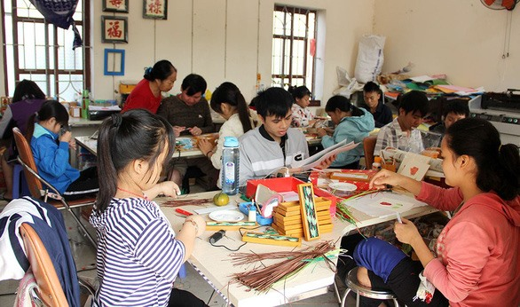 Disabled woman helps others through handicrafts