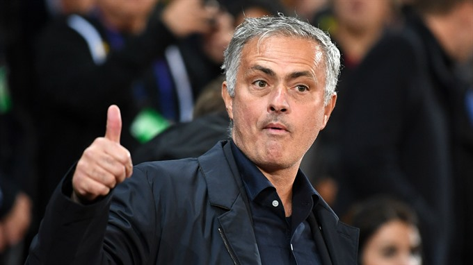 Mourinho brash as Fellaini late show secures Man Utd last 16 place