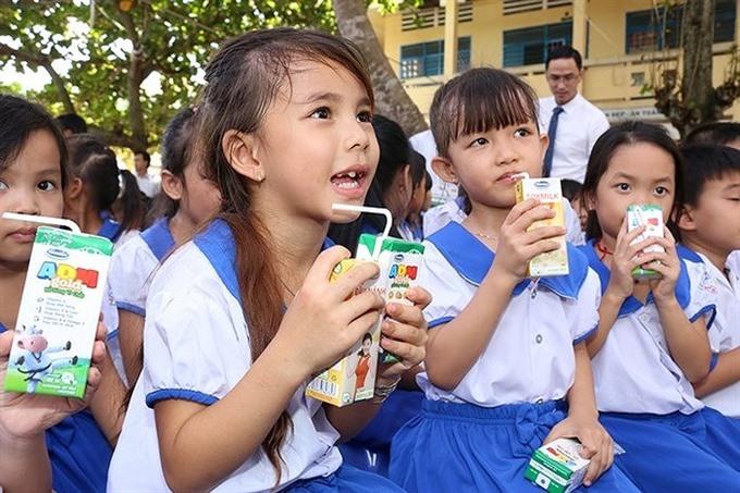 Vinamilk wins bidding for Hà Nộis school milk programme