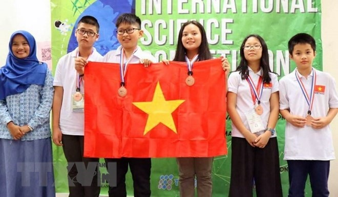Vietnamese students win four gold medals at intl science contest