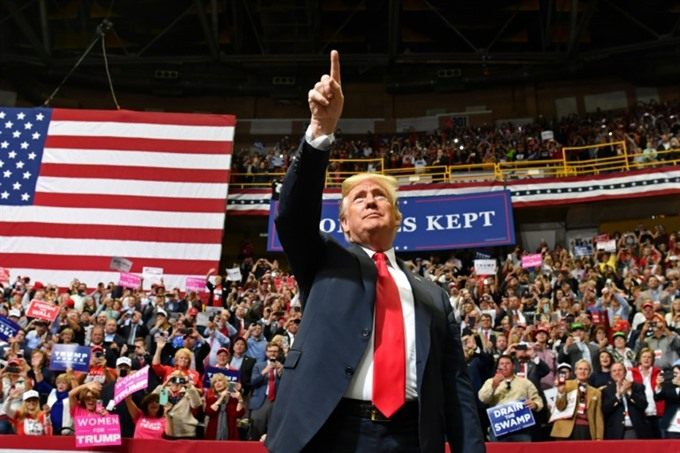 Trump makes final push in US midterm elections