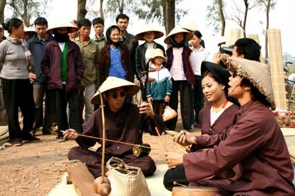Xẩm singing to mark Cultural Day