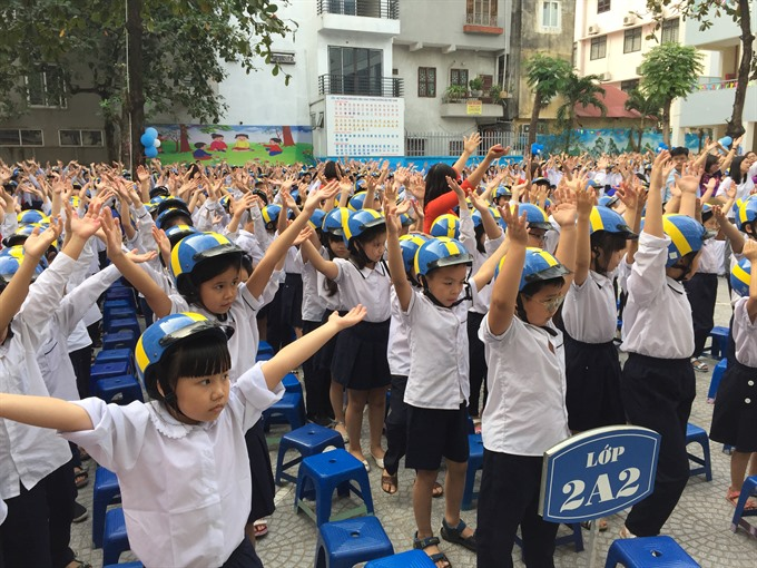 1000 pupils receive free helmets in Hà Nội