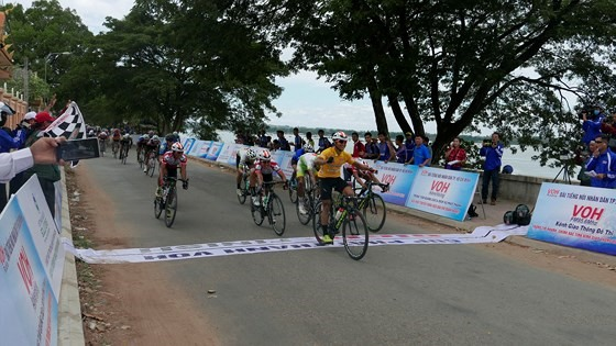 Minh shines in third stage of NKKN cycling event