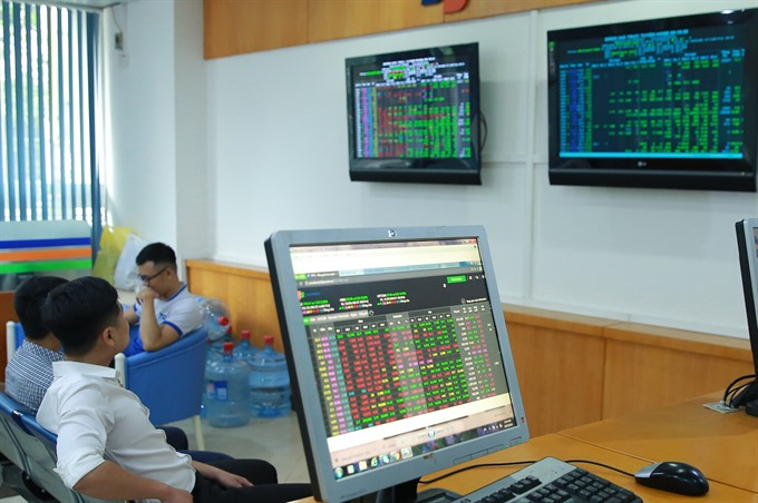 VN stocks fall for a second day on economic growth worries
