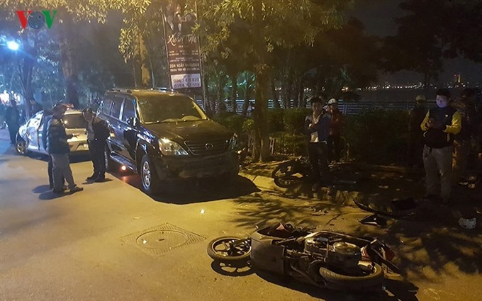 Drunk driver injures six during evening rush hour