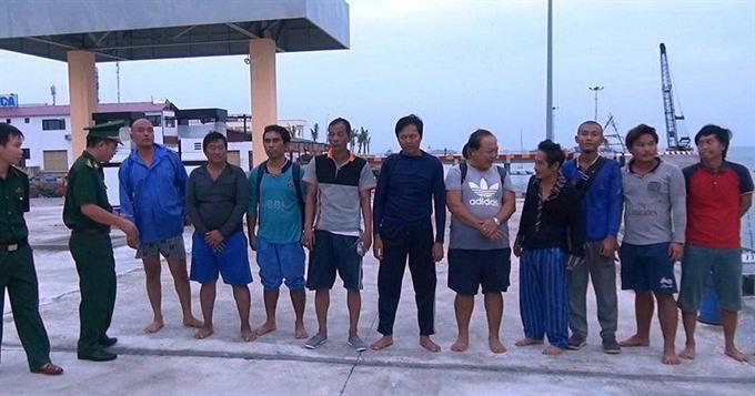 Bà Rịa-Vũng Tàu fishermen save 10 men after shipwreck