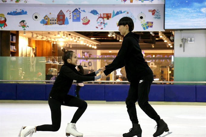 Teaching ice skating in Hà Nội