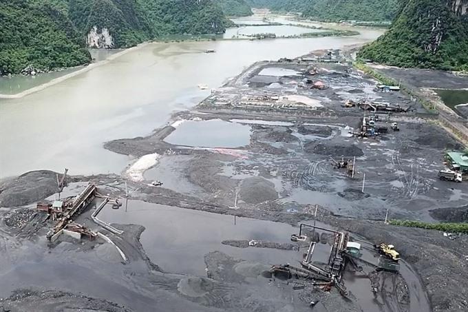 Illegal coal mining rampant in Quảng Ninh