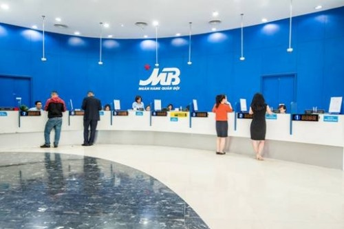 Vietcombank reduces holdings at other banks