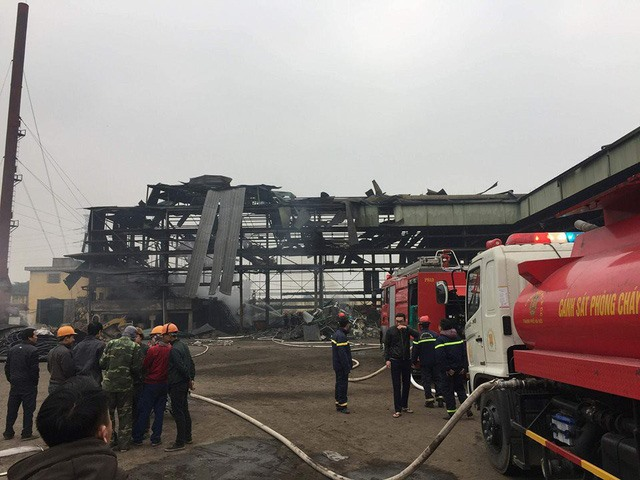 Explosion at steel smelting furnace injures 2 workers