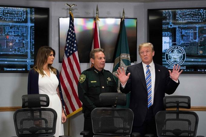 Trump visits Florida shooting survivors FBI admits it missed tip